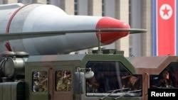 지난 2013년 7월 평양 김일성 광장에서 열린 정전 60주념 기념 군사행진에 등장한 미사일. (자료사진)