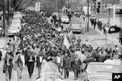 Martin Luther King ve destekçileri Alabama eyaletinin Montgomery kentinde