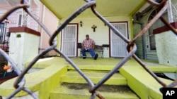 2020年3月24日新冠病毒席捲路易斯安那:新奧爾良的高級餐廳廚師大衛麥格勞失業在家。