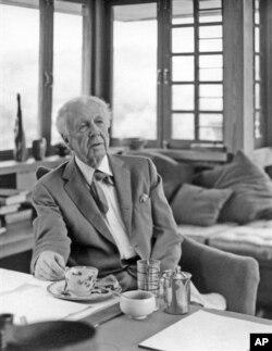Frank Lloyd Wright in 1955 at Taliesin in Spring Green, Wisconsin. (AP Photo/Courtesy Frank Lloyd Wright Foundation, John Engstead)
