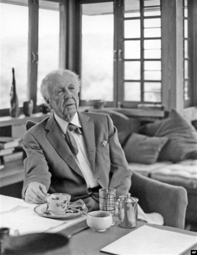 Frank Lloyd Wright in 1955 at Taliesin in Spring Green, Wisconsin.(AP Photo/Courtesy Frank Lloyd Wright Foundation, John Engstead)