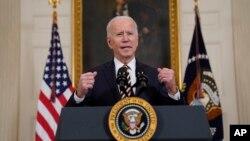 拜登總統在白宮國宴廳談論美國供應鏈問題。(2021年2月24日)