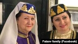 Фото: Дінара Фаїзова разом з мамою, відомою співачкою Уріє Керменчіклі