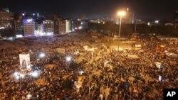터키 이스탄불 탁심 광장에서는 3일 밤에도 대규모 반정부 시위가 벌어졌다.