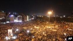 Ribuan warga berunjuk rasa di Lapangan Taksim, Istanbul, Turki (3/6).