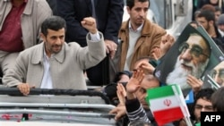 Махмуд Ахмадинежад на площади Азади 11 февраля 2011г.