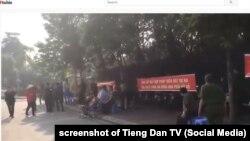 Hàng chục nhân viên công an biểu tình ở Đông Anh, Hà Nội vì tranh chấp nhà đất, 12/11/2019