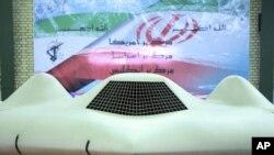 Bức ảnh được Cảnh vệ Cách mạnh Iran chụp và công bố hôm 8/12/2011 tại một địa điểm bí mật cho thấy chiếc máy bay không người lái RQ-170 Sentinel của Mỹ đã bị Iran thu giữ.