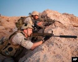陆地作战的海豹突击队员