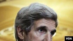 Senator AS, John Kerry menyampaikan tawaran Presiden Obama ke pemerintah Sudan.