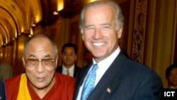 Joe Biden me Dalai Lamën