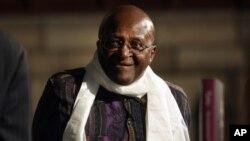 Uskup Agung Afrika Selatan, Desmond Tutu menyerukan pengadilan atas mantan Presiden AS George Bush dan mantan PM Inggris Tony Blair atas serangan ke Irak (foto: dok).