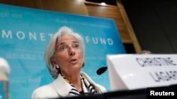 ຜູ້ອຳນວຍການ ອົງການ IMF ທ່ານນາງ Christine Lagarde ຖະແຫຼງ ໃນລະຫວ່າງກອງປະຊຸມນັກຂ່າວ ຢູ່ສຳນັກງານອົງການ IMF ໃນກຸງວໍຊິງຕັນ (14 ມິຖຸນາ 2013)