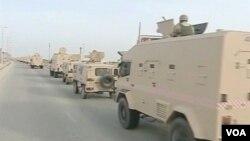 Dua orang tewas dan ratusan lainnya cedera dalam bentrokan yang terjadi selagi pemerintah mengumumkan keadaan darurat untuk mengakhiri pergolakan.