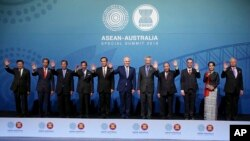 Leaders, from left to right; Prime Minister of Laos Thongloun Sisoulith, Indonesia's President Joko Widodo, Cambodia's Prime Minister Hun Sen, Brunei's Sultan Hassanal Bolkiah, Thailand's Prime Minister Prayuth Chanocha, Australia's Prime Minister Malcolm Turnbull, Singapore's Prime Minister Lee Hsien Loong, Vietnam's Prime Minister Nguyen Xuan Phuc, Philippines' Secretary of Foreign Affairs Alan Peter Cayetano, Myanmar's leader Aung San Suu Kyi, and Malaysia's Prime Minister Najib Razak, pose for a group photo at the Association of Southeast Asian Nations, ASEAN, special summit, in Sydney, Saturday, March 17, 2018. Australia is hosting leaders from the 10-country Association of Southeast Asian Nations during the 3-day special summit. (AP Photo/Rick Rycroft)