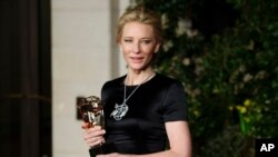 Cate Blanchett setelah meraih penghargaan Aktris Terbaik BAFTA (16/2).