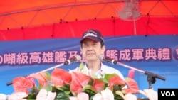 马英九总统6月6日在两艘新巡航舰成军典礼上讲话。(美国之音赵婉成拍摄)