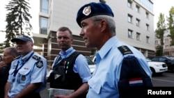 Para penyidik dari Australia dan Eropa saat kembali dari lokasi jatuhnya pesawat MH17 di Donetsk, Ukraina (31/7/2014).