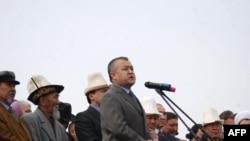 """Giới chức cao cấp trong chính phủ Kyrgyzstan, ông Omurbek Tekebaev, cho biết kế hoạch cải cách có tên là """"Trở về nền dân chủ"""""""