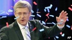 加拿大总理哈珀星期一夜晚感谢支持人群