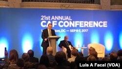 Luis Carranza, presidente de CAF, disertó en la 21 Conferencia Anual en Washington, el miércoles, 6 de septiembre, de 2017. A la derecha se observa a Michael Shifter, presidente Diálogo Interamericano.