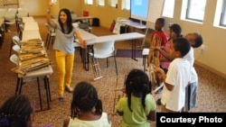Program Angklung Goes to School yang diorganisir oleh Tricia Sumarijanto