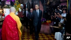 President Barack Obama visits the Jade Emperor Pagoda in Ho Chi Minh City, Vietnam, Tuesday, May 24, 2016. The Jade Emperor Pagoda is one of the most notable and most visited cultural destinations in Ho Chi Minh City. (AP Photo/Carolyn Kaster)