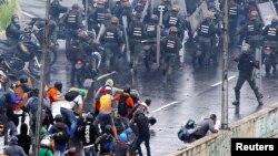 Pasukan keamanan Venezuela melakukan penindakan keras terhadap aksi demonstrasi oposisi di Caracas (foto: ilustrasi).