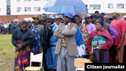 Zimbabweans waiting to cast their ballots in the 2008 general polls