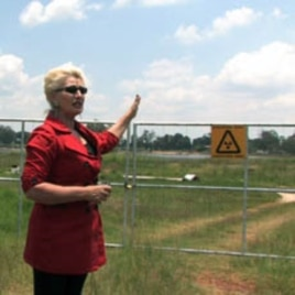 Activist Mariette Liefferink describes the environmental hazards posed by abandoned gold mines to a group of locals and researchers in Randfontein, Johannesburg.