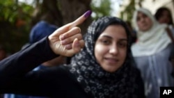 Cử tri đã phải xếp hàng vòng quanh cả một dãy phố để bỏ phiếu trong cuộc bầu cử tổng thống Ai Cập