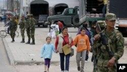 Tentara Kolombia turun ke jalan-jalan setelah demonstrasi yang mendukung pemogokan buruh tani berakhir dengan kerusuhan di Bogota (30/8).