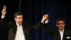 İran cumhurbaşkanı Mahmut Ahmedinejat ve aday olması yasaklanan danışmanı İsfendiyar Rahim Meşai