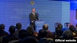 Crnogorski premijer Milo Đukanović govori na prezentaciji prve dionice autoputa Bar-Boljari (gov.me)