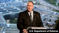 美国国防部副部长罗伯特·沃克发表讲话(2015年6月23日,美国国防部图片)