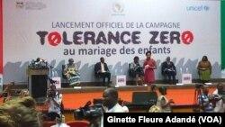 Lors de la campagne contre le mariage des enfants, à Cotonou, le 26 juin 2017. (VOA/Ginette Fleure Adandé)