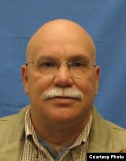 原美国司法部社区治安办公室资深政策分析师卡尔•比克尔(Karl Bickel)