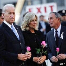 (Soldan Sağa) Başkan yardımcısı Joe Biden, eşi Jill Biden ve New York Belediye Başkanı Michael Bloomberg