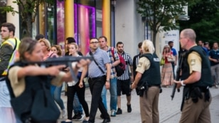 Police evacuates people from the shopping mall in Munich on July 22, 2016 following a shootings earlier.