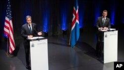 토니 블링컨 미국 국무장관과 아이슬란드 외무장관이 18일 레이캬비크에서 공동 기자회견을 했다.