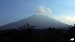 """Gunung Agung di Bali saat ini dinyatakan telah memasuki """"fase kritis"""" oleh BNPB (foto: ilustrasi)."""
