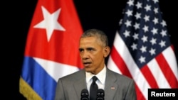 Prezida wa Amerika, Barack Obama ariko ashikiriza ijambo abanya Cuba ku murwa mukuru, Havana, kw'italiki 22 z'ukwezi kwa gatatu, umwaka w'i 2016.