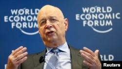 世界經濟論壇主席史沃伯1月15日在日內瓦一次新聞發佈會上講話。