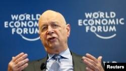 2014年1月15日,世界经济论坛创始人兼执行主席克劳斯•施瓦布在瑞士日内瓦附近的科洛尼举行的记者会上讲话。
