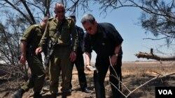Izraelski ministar odbrane Ehud Barak u poseti graničnom području