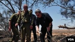 Bộ trưởng Quốc phòng Israel Ehud Barak đến thăm khu vực biên giới phía nam, ngày 6/8/2012