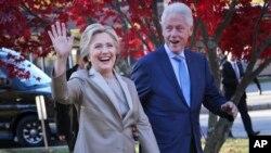 Cựu Tổng thống Bill Clinton và phu nhân, cựu Ngoại trưởng Hillary Clinton.
