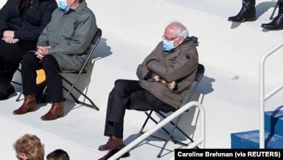 Gaya Kasual Bernie Sanders Di Pelantikan Biden Bikin Heboh Warganet
