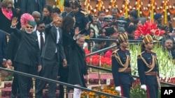 奧巴馬在印度共和日慶典上向群眾揮手致意