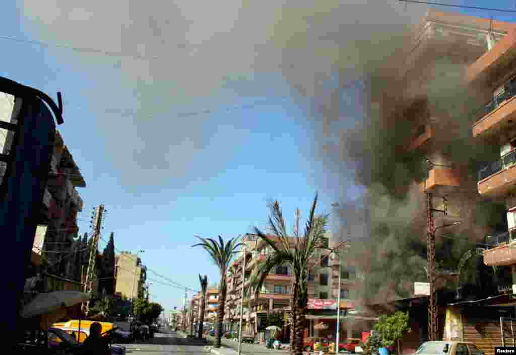 Smoke rises from a building in the Bab al-Tebbaneh neighborhood in Tripoli, Lebanon, August 21, 2012. One person was killed and several dozen wounded in clashes between Sunni Muslims and Alawites in a spillover from the war in neighboring Syria.